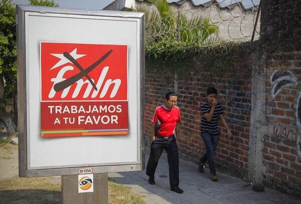 Una valla de propaganda del partido Frente Farabundo Martí para la Liberación Nacional (FMLN) en San Salvador. | EFE