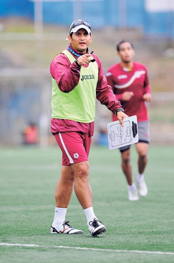 Rónald González, técnico de Saprissa. | ARCHIVO