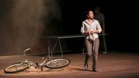 Crítica de teatro de 'Incendios': Una vida a medias