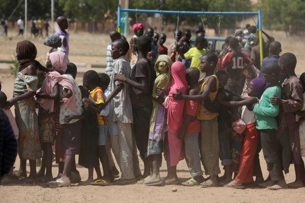 Niños en un campamento de desplazados, luego de un ataque de Boko Haram