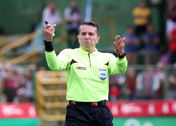 Jeffrey Solís ha dirigido cuatro partidos en el torneo y en dos tuvo errores graves.