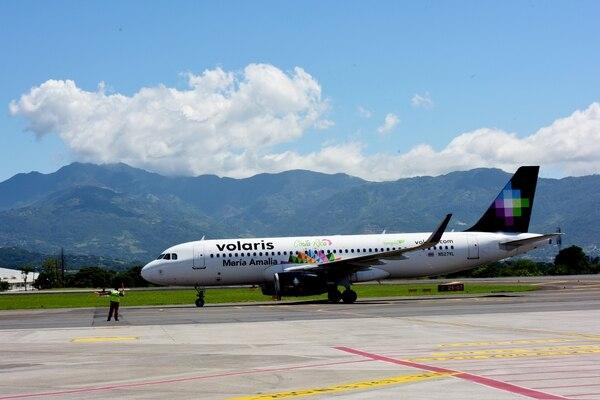 Avión de Volaris trajo a 35 costarricenses que se quedaron varados en Puerto Rico por el paso del huracán María este año. Fotografía: Julieth Méndez.