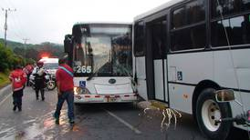 Colisión entre dos buses deja varios heridos en La Unión de Cartago