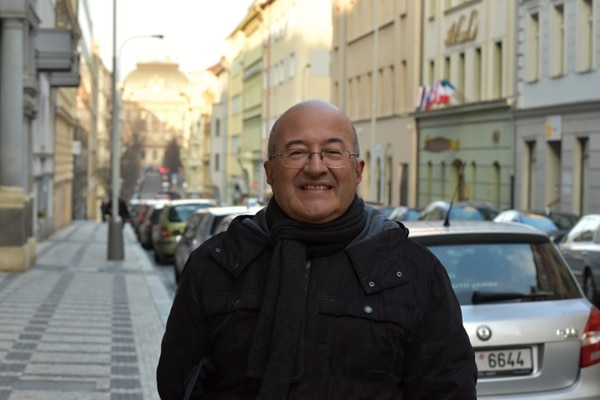 El tico Freddy Valverde en Praga, República Checa.