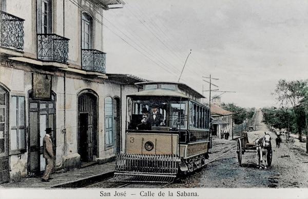 El tranvía en el sector de La Sabana. | COLECCIÓN DE FOTOGRAFÍAS DE ÁLVARO Y CARLOS CASTRO HARRIGAN/ REPRODUCCIÓN DE MARCELA BERTOZZI