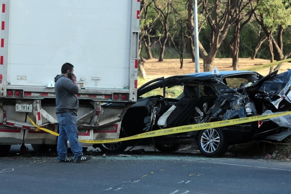 El vehículo del fallecido chocó contra un camión. Foto: Alonso Tenorio