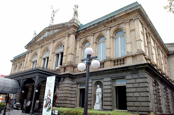 Música y luz. El Teatro Nacional será el escenario de la inauguración de la actividad. Miguel Rojas.