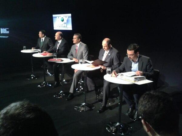 Los candidatos a la Presidencia de la República coinciden en rebajar los altos salarios de los jerarccas de la banca estatal durante el primer bloque del debate presidencial que realiza Canal 9.