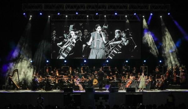 Los arreglos sinfónicos de la orquesta complementaron a la perfección esta nostálgica balada. Foto: Jeffrey Zamora