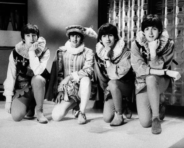 Subastan guitarra de los Beatles en $408.000 - 1