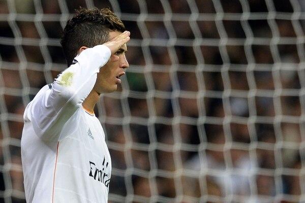 Ayer Joseph Blatter, presidente de la FIFA, le dijo comandante a Cristiano Ronaldo. Hoy el luso celebró uno de sus tres goles frente al Sevilla con un saludo militar.