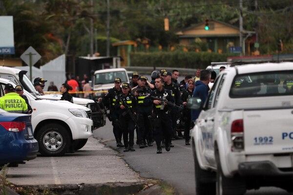 En enero del 2019 tres hombres murieron cuando intentaban asaltar a un cliente bancario en las afueras del BAC San José del centro comercial Paseo Nuevo, en Vázquez de Coronado, San José. Foto: Alonso Tenorio.