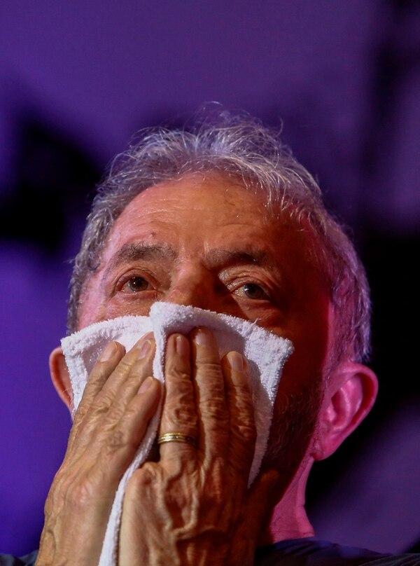 En esta foto de archivo tomada el 22 de febrero de 2018, el ex presidente brasileño Luiz Inácio Lula da Silva hace un gesto durante la conmemoración del 38 ° aniversario del Partido de los Trabajadores (PT) en Sao Paulo, Brasil. Foto: AFP