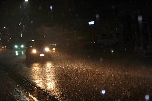 A las 6:30 p. m. la lluvia era copiosa en en centro de Cartago. El cantón de Oreamuno registró corrientes de agua por potreros que afectaron muchos cultivos.