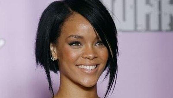Rihanna cena con la madre de Chris Brown - 1