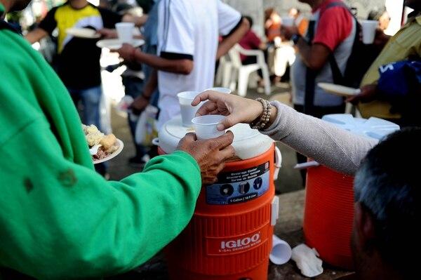 Distintas empresas e instituciones donan los alimentos al Hogar de la Esperanza, que busca que más voluntarios se unan a la iniciativa y poder ayudar a una mayor cantidad de personas en situación de calle. Fotografía: Melissa Fernández