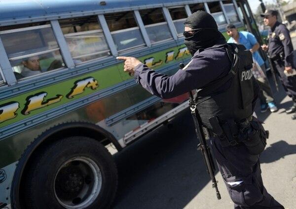El Salvador se encuentra en una crísis de transporte público a causa de la violencia de las pandillas.