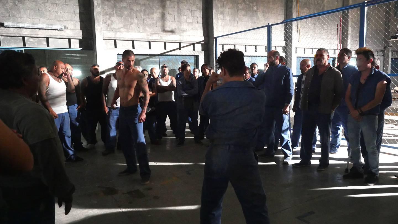 El actor Matías Novoa interpreta al agente Daniel Laborde en la serie 'Enemigo íntimo', Fotografía: Telemundo Internacional para La Nación