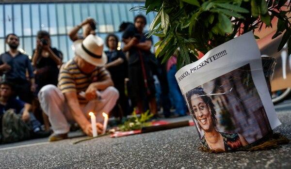 Decenas de personas participaron el 15 de marzo del 2018 de una manifestación contra el asesinato de la concejala y activista brasileña Marielle Franco, en Sao Paulo, Brasil. Foto: AP