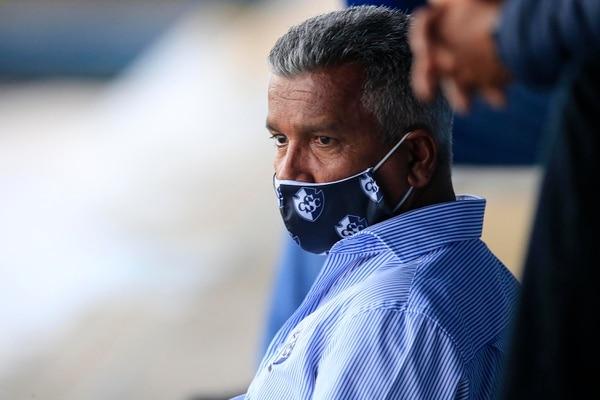 Leonardo Vargas, presidente de Cartaginés, renovó a Marcel Hernández en enero por tres años. Hernández tiene contrato hasta el 2023 con los brumosos. Fotografía: Rafael Pacheco