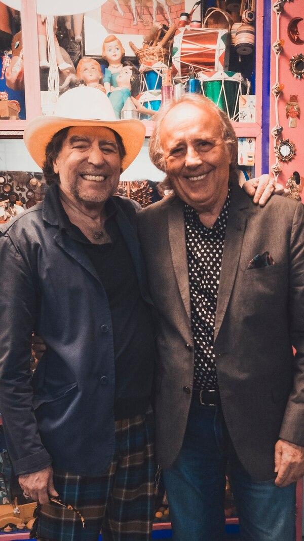 Son muchos los años que los españoles Joan Manuel Serrat y Joaquín Sabina han compartido entre amistad, música, poesía y bohemia. Esta, la que podría ser su última gira juntos, dicen que los llena de felicidad. Foto: Irina Gradenko