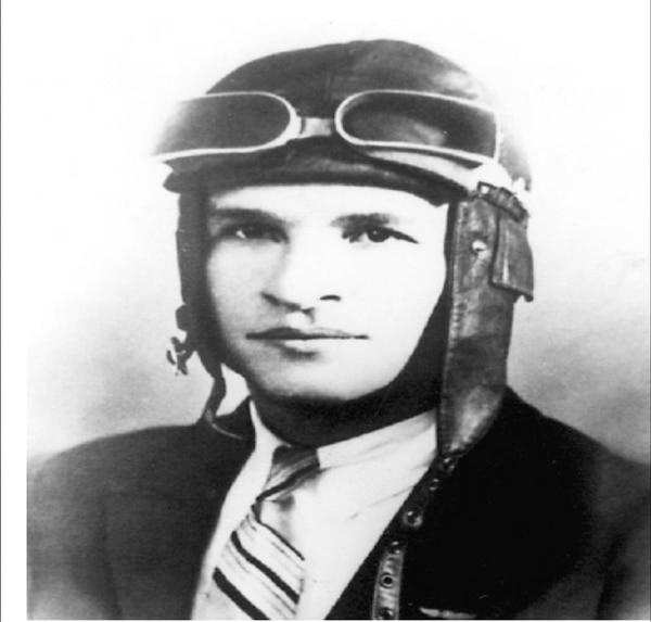Tobías Bolaños viajó a Francia a aprender aviación y terminó envuelto en la Primera Guerra Mundial. Regresó con una pierna menos y lleno de condecoraciones.   FOTO: ARCHIVO