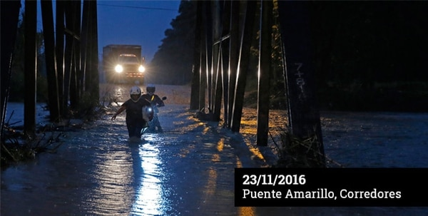 El río Corredores, cerca de Ciudad Neily, rebasó el conocido puente amarillo, que enlaza a los poblados de Las Pangas, Los Castaños y Pueblo Nuevo. Benedicta Bristán cruzó a pie el puente, mientras la seguía su yerno, Kendall Vargas.