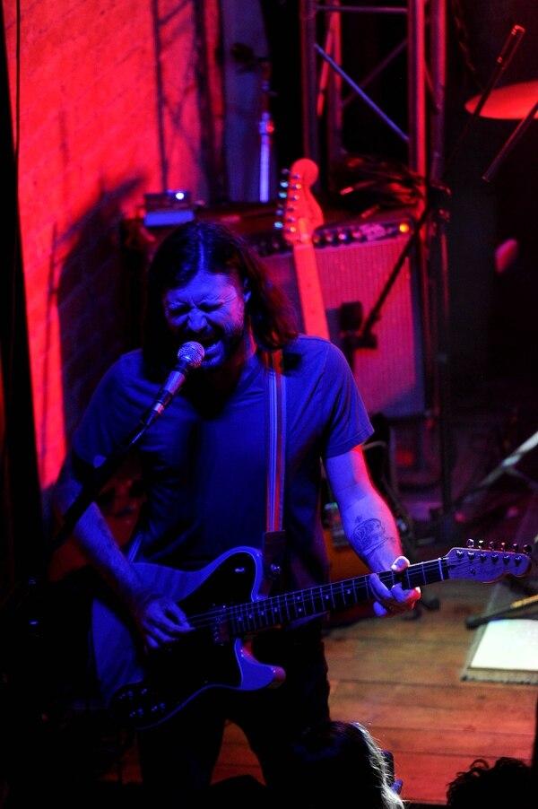 El guitarrista John Nolan cumple un rol fundamental en la presentación con sus coros. Fotos Melissa Fernández
