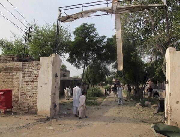 Una vista parcial de la prisión en Dera Ismail Jan, Pakistán, donde ayer los talibanes dieron un golpe. | AP.