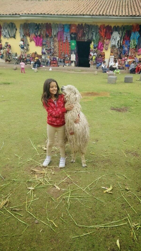 Ana Gabriela Guillén, hija de Anita Lucía Hernández, durante un viaje a Perú. En esa ocasión, aprovecharon los tiquetes aéreos a $100 (¢56.700).