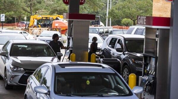 El covid-19 trajo una disminución mundial en el consumo de combustibles y, con ella, una baja en el precio.