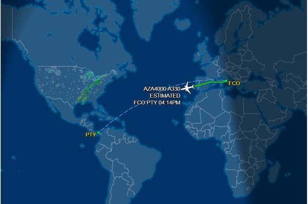 Cuando la información falsa se empezó a compartir el vuelo en el que viaja Francisco se encontraba apenas saliendo de territorio europeo. Crédito: Reproducción.