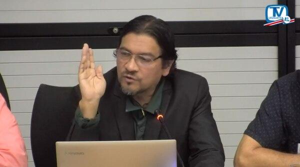 Antonio Wells, secretario general del Sindicato de Trabajadores de Japdeva, acudió al Congreso durante la discusión sobre la situación de la empresa. Imagen tomada de Asamblea Legislativa TV.