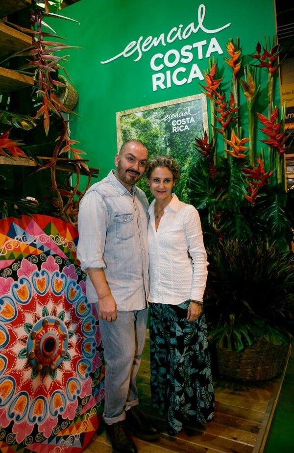 El diseñador Juan Duyos dedicará una colección de moda a Costa Rica. En la fotografía junto a la princesa Carla de Bulgaria. Fotografía: Cortesía ICT.