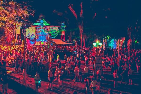 Una multitud se reunió frente al escenario Luna en Festival Envision