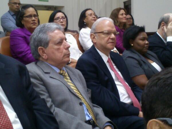 Carlos Aguerri (de saco gris) es el segundo juez en renunciar a la Corte Suprema de Nicaragua. La Prensa/ Nicaragua
