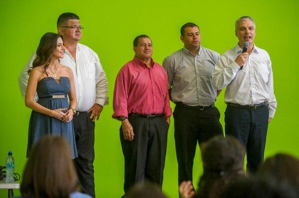 El talentoso imitador se unió al programa 'Pelando el ojo' en enero del 2010. En la imagen comparte con sus compañeros en una actividad en 'La Nación' en el 2015. / Fotografía: José Cordero.