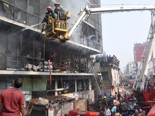 Los manifestantes pidieron que los patrones de Tazreen sean juzgados por el trágico incendio.   AFP.