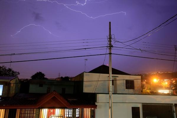Tormenta eléctrica captada en junio de este año en San Rafael de Oreamuno, Cartago. Foto: Rafael Pacheco.