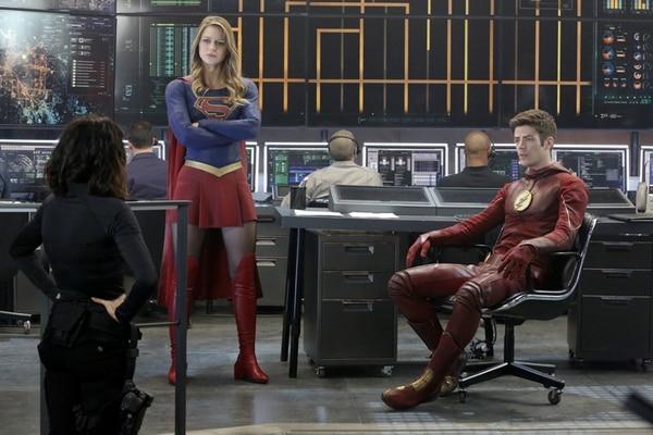 Flash y Supergil finalmente se conocen