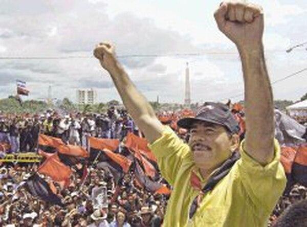 Daniel Ortega, secretario general del FSLN, festejaba el 24.° aniversario del triunfo de la revolución, el 19 de julio del 2003 en Managua.
