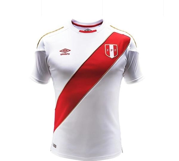 El uniforme de Perú pareciera no cambiar a lo largo de la historia y a  pesar de f47b054df883f