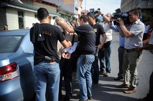 El 10 de octubre de 2013, tres médicos y un comerciante griego fueron detenidos en un operativo conjunto del OIJ y el Ministerio Público por tráfico de órganos. Las detenciones se dieron en una pizzería y en consultorios privados y del Calderón Guardia.