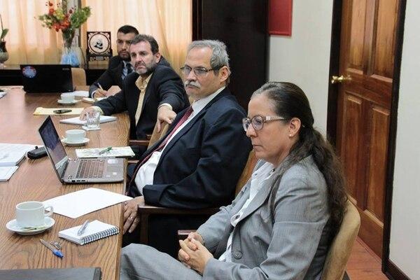 La constante participación de la hermana del presidente Solís, Vivienne, en actividades del Gobierno ha desatado críticas. | FACEBOOK