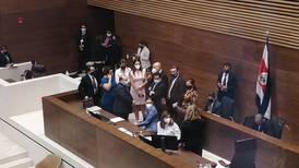 Diputados levantan sesión por agravamiento de salud de Rodolfo Peña