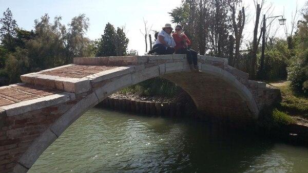Este puente se ubica en Torcello, Venecia.