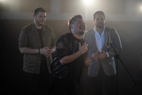 Steven Sibaja, Luisga y Eduardo Aguirre compartieron una de las escenas del video. Foto: Cortesía/Ultrasonic Magazine