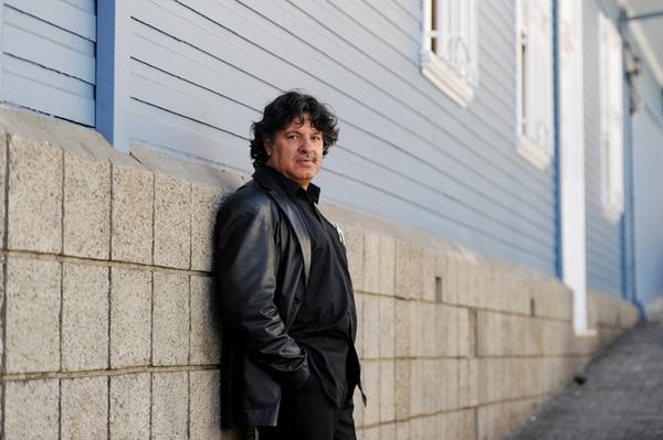 Adriano Corrales, poeta, novelista y dramaturgo, tendrá a cargo un recital de poesía en la noche de inauguración. Fotografia Marcela Bertozzi