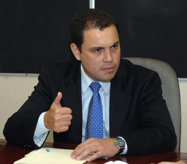 El ministro de la Presidencia, Carlos Ricardo Benavides, sostuvo que el proyecto para frenar los capitales externos no cuenta con los 38 votos necesarios para que llegue al primer lugar de la agenda del plenario para su votación.