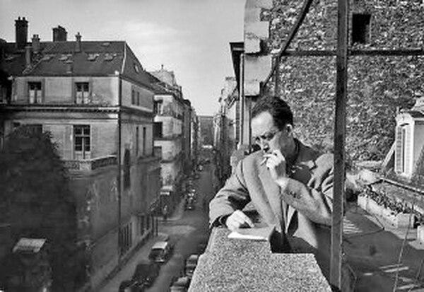 escribió cinco novelas, cinco obras teatrales y seis libros-ensayo. Su obra más reconocida es El extranjero, elegida como la mejor novela del siglo XX según una encuesta del diario francés Le Monde.Albert Camus